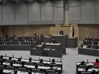 1979年から続く、都議会自民党と公明党の連立に終止符。知事提出議案は全議案が可決され閉会へ