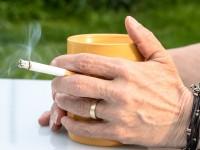 都が「全事業所」の全面禁煙に向けて調整中。職員モチベーションを気にする声はあるものの…
