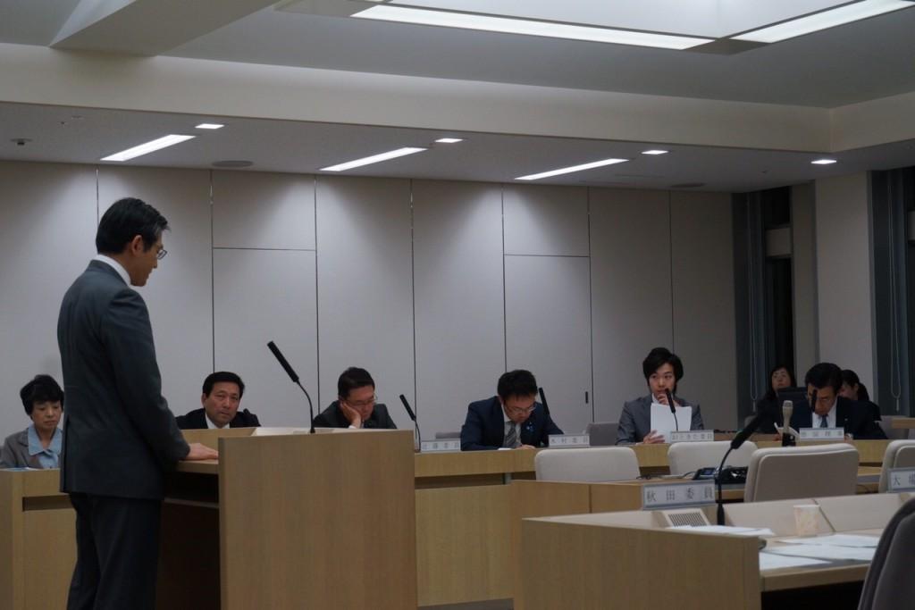 20151130総務委員会 質疑_8075
